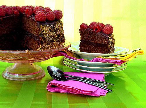 Шоколадно-малиновый торт - фото в разрезе