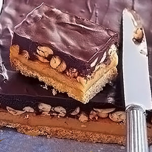 Рецепт торта Сникерс в домашних условиях - фото
