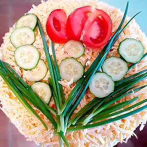 Селедочный торт на вафельных коржах с грибами и сыром