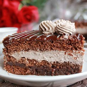 Шоколадный торт с черносливом и сливочным кремом