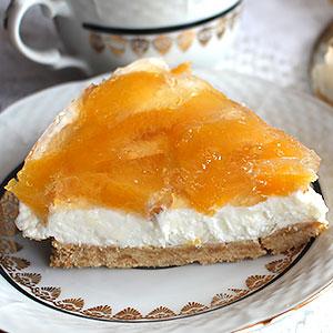 Торт из печенья без выпечки с творогом и персиками - фото