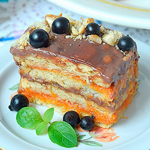 Торт из печенья без выпечки со сметаной и фруктами - фото