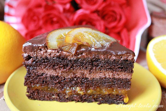 Шоколадно-апельсиновый торт в разрезе