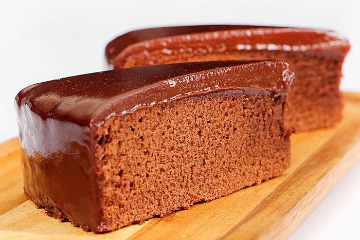 Шоколадный постный торт в разрезе - фото
