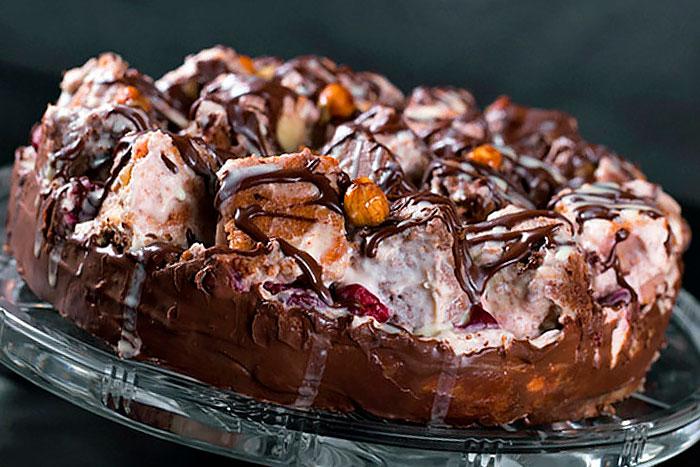 Торт Графские развалины из белого и шоколадного бисквитов