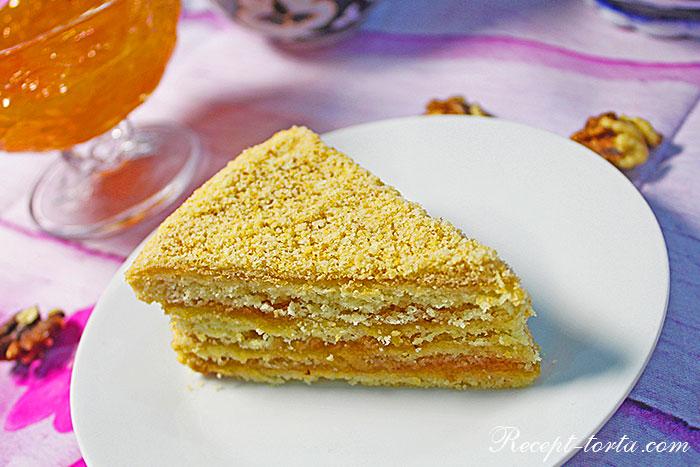Итогоое фото песочного торта Абрикос в разрезе