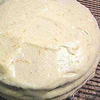 Обмазываем торт со всех сторон апельсиновым кремом - фото