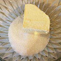 Мосло смешиваем с сахаром для крема - фото