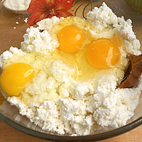 Добавим сахар и яйца - фото