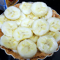 Выложим бананы на чизкейк