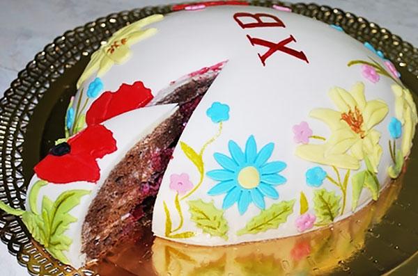 Торт с пасхальной надписью по мастике