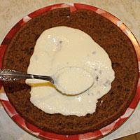 Промазываем тыквенный тортик кремом - фото