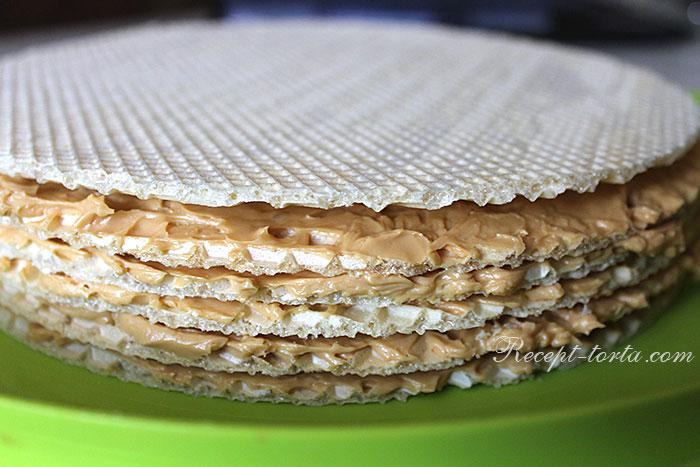 Итоговое фото вафельного торта с варенкой