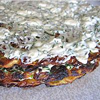 Смазываем коржи из кабачка сырным кремом - фото