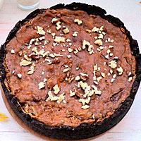 Украшаем карамельный чизкейк орехом и шоколадом - фото