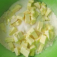 Масло нарубим кусочками - фото