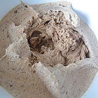 Взбиваем сливки с шоколадом в пену - фото