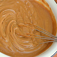 Готовим карамельный крем для торта - фото