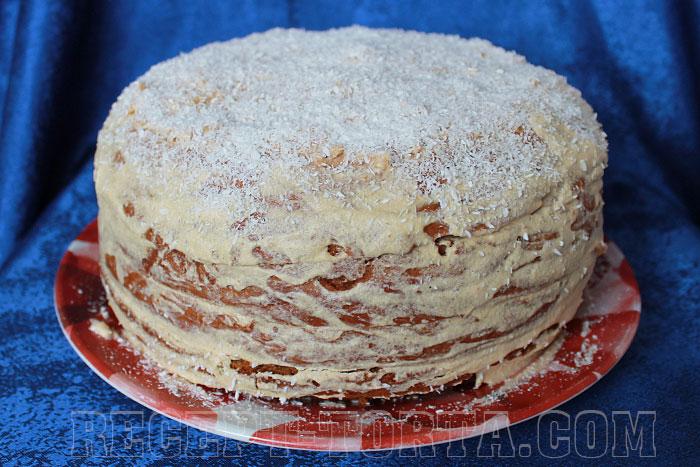 Готовый медовый торт в мультиварке