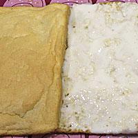 Разрезаем рисовый бисквит на две части - фото