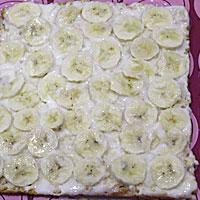 Смазываем бисквитный торт заварным кремом - фото