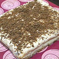 Украшаем торт на рисовой муке шоколадом - фото