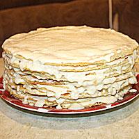 Собираем торт Наполеон из пивных коржей - фото