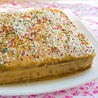 Украшаем бисквитный торт - фото