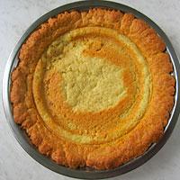 Выпекаем песочный корж для торта - фото