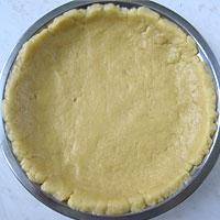 выложим тесто в форму - фото