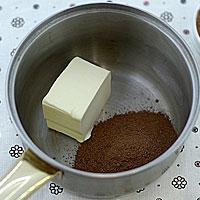 Растопим масло и добавим сахар и какао - фото