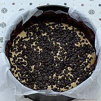Выложим творожную начинку и посыплем шоколадными дропсами - фото