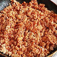 Приготовим мясной фарш с томатной пастой - фото