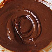 Шоколад растопим в микроволновке - фото