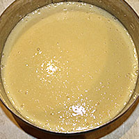 Кладем тесто в форму - фото