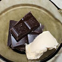 Наломаем шоколад в масло - фото