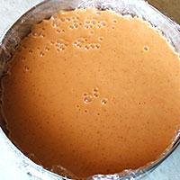 Перельем абрикосовую смесь в форму - фото
