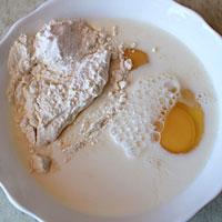 Соединяем остатки сахара, молока, яйца и муку - фото
