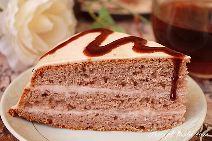 Фото торта из замороженной клубники в разрезе
