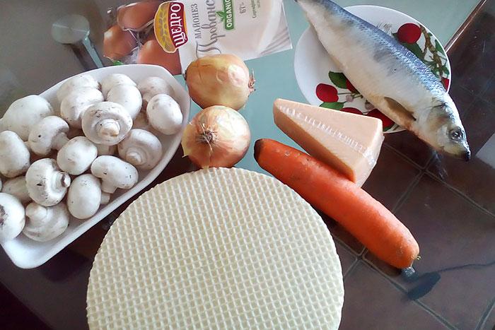 Ингредиенты для селедочного торта на вафельных коржах
