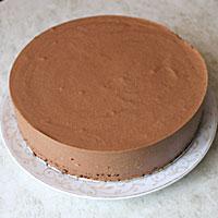 Вынимаем шоколадное Птичье молоко из формы - фото