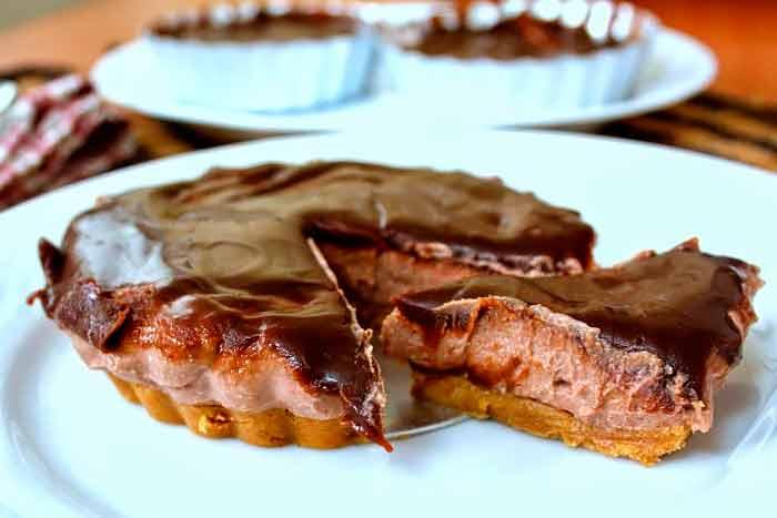 Шоколадный чизкейк из печенья и творога приготовленный без выпечки
