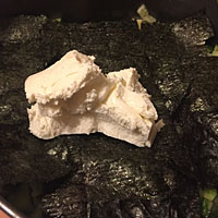 Смазываем мягким сыром - фото