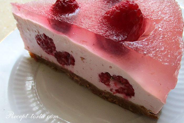 Торт без выпечки из овсяного печенья в разрезе