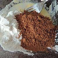 Молочно-масляная смесь с какао и сахаром