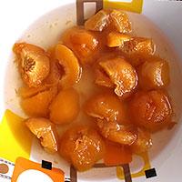 Приготовим персики для торта без выпечки - фото