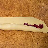 Торт из трубочек с вишней