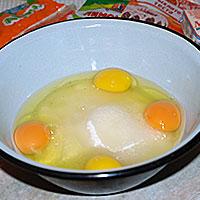 Соединим яйца с сахаром - фото