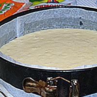 Переложим тесто в форму - фото