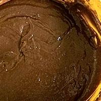 Вымесим шоколадное тесто - фото
